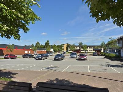 22 juni 2010 - Torget i Töcksfors en vacker sommardag.