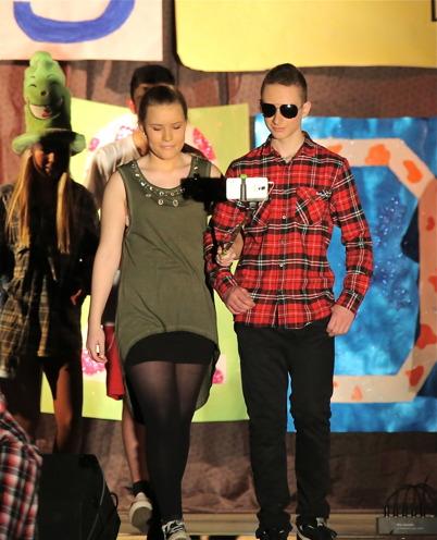 Vinnarna i de olika kategorierna lämnar scenen.