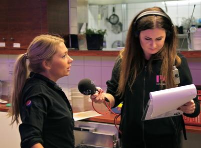 Sofie Arenö intervjuades om den pågående Julutmaningen , en insamling av presentkort som fördelas till familjer med utsatt ekonomi nu inför julen.