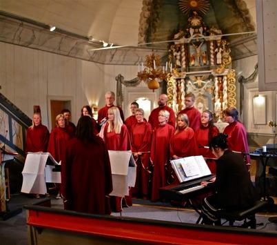 Kören Holy Inspiration sjöng i kyrkan.