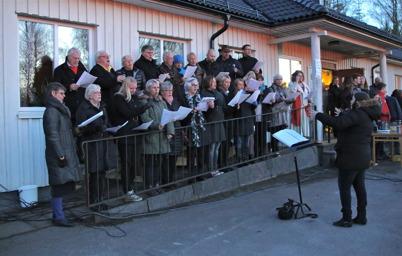 Vårsångerna framfördes av en blandad kör.