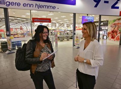 28 oktober 2015 - Kristina Green från NWT:s lokaltidning XTRA-Årjäng var på plats. Här intervjuas Centerkoordinator Ulrika Arenander.