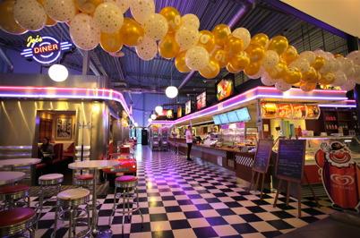 28 oktober 2015 - Butiker och restauranger har dekorerats för fest.