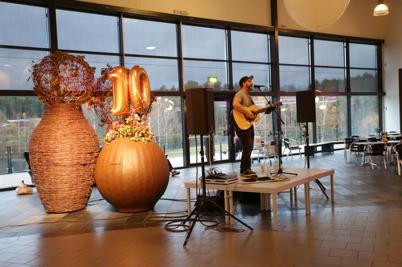 29 oktober 2015 - Trubaduren Peter Bogsveen spelade och sjöng.