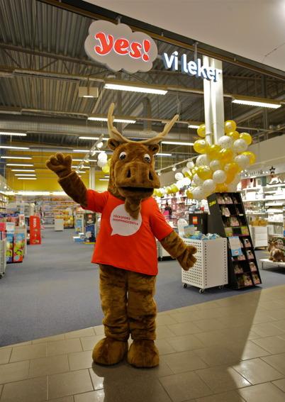 29 oktober 2015 - Shoppingcentrets nya maskot gick runt i centret och spred trevnad.