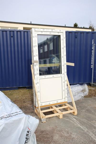 19 mars 2015 - Nya 3-glasfönster har anlänt.