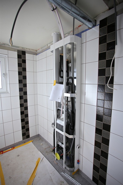 1 april 2015 - Helkaklade toalett- och duschrum.