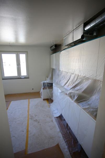 1 april 2015 - Kök med ny inredning och ny ventilation, skyddat för målning.