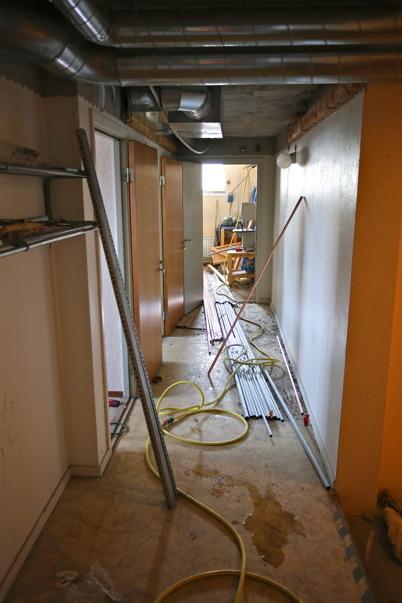 10 april 2015 - Rörarbeten i källaren.