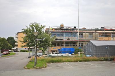 4 augusti 2015 - Taket får ett längre utsprång.