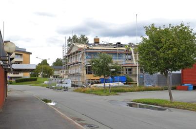 5 augusti 2015 - Taket får ett längre utsprång.