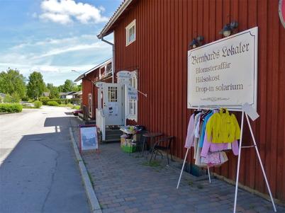22 juni 2010 - Loppisförsäljning vid Hälsokost-butiken på Nygårdsvägen.
