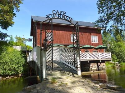 2 juli 2010 - I den gamla kvarnbyggnaden vid övre forsen finns nu ett café och två butikslokaler.