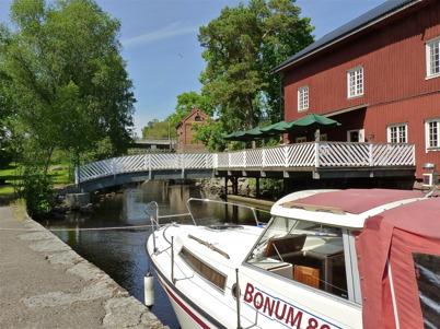 2 juli 2010 - Café Kvarnen med vackert läge vid övre forsen.