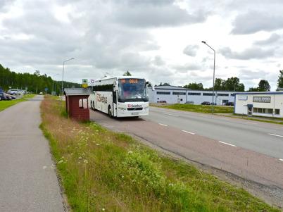6 juli 2010 - Swebus Express mellan Stockholm och Oslo åker inte in till busscentralen i Töcksfors. För att spara tid använder Swebus istället busshållplatsen vid Skärmons industriområde.