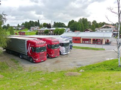 22 augusti 2010 - Nattparkerade baltiska långtradare vid busscentralen.