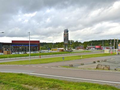 9 september 2010 - Handelsområdet söder om E18 vid Älverud.