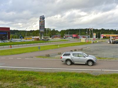 9 september 2010 - Shoppingcentret och coop EXTRA vid Älverud samt Shell bensinstation.