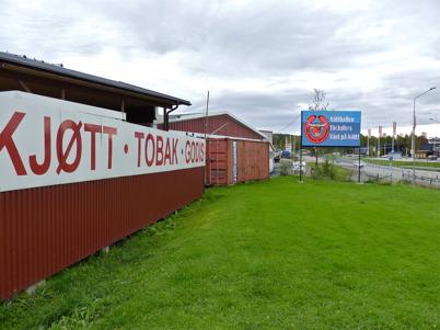 26 september 2010 - Kötthallens reklamskyltar är vända mot E18.