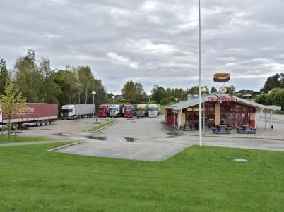 26 september 2010 - Långtradarchaufförerna parkerar vid busscentralen, för lagstadgad dygnsvila.