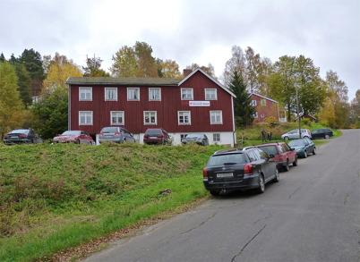 9 oktober 2010 - Pingstkyrkans second hand försäljning vid Hyttevägen har god tillströmning av kunder under lördagarna. För många år sedan fanns Hotell Sefton i den här fastigheten.