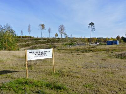10 oktober 2010 - Telekommunikationsföretaget Telia har beslutat att lägga ner det fasta telenätet från Bryngelsbyn till Östervallskog. Därför har befolkningen i området gått samman för att på egen hand bygga ett fibernät för data och telefoni.