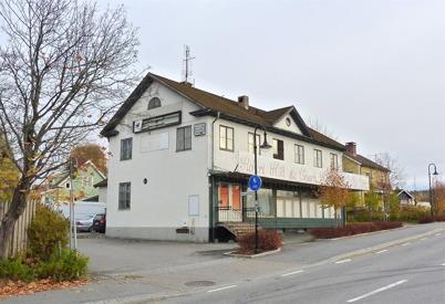 13 oktober 2010 - Den gamla matvarubutiken vid Sveavägen har varit stängd en längre tid. Här fanns för länge sedan matvarubutiken Konsum.