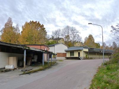 13 oktober 2010 - Fabrikslokalerna står tomma och förfaller i det gamla bruksområdet vid nedre forsen. I bakgrunden syns Herrgården..