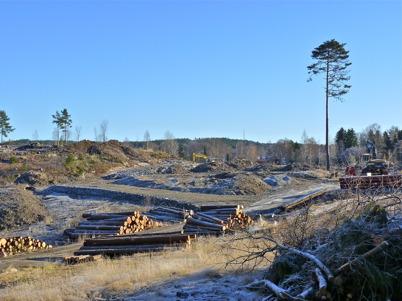 7 november 2010 - Markarbetet har startat på Prästnäset, där det nya bostadsområdet skall byggas. Här byggs infartsvägen till området.