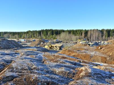 7 november 2010 - Markarbetet har startat på Prästnäset, där det nya bostadsområdet skall byggas. Berget är frilagt för borrning och sprängning.