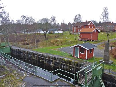 14 november 2010 - Övre slussen och i bakgrunden fastigheten Verket samt äldrebostäderna på Solängen.