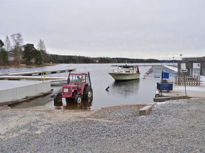9 november 2010 - Sista båten tas upp inför vintern.