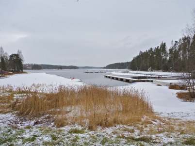 20 november 2010 - Vintern har tagit ett grepp om småbåtshamnen i Sandviken.