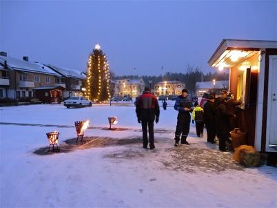 28 november 2010 - Några trotsade vädret och begav sig till torget denna iskalla skyltsöndag.