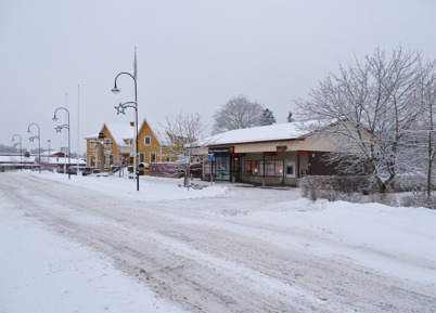 18 deecmber 2010 - Gamla centrumhuset och Westra Wermlands Sparbank vid Sveavägen.