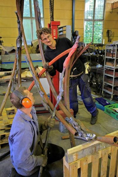 6 augusti 2015 - Här skapas smidesräcket som skall pryda övre slussområdet i Töcksfors.