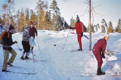 Februari 1975 - Funktionärer preparerar spåren inför skidtävlingen Over Kölen.