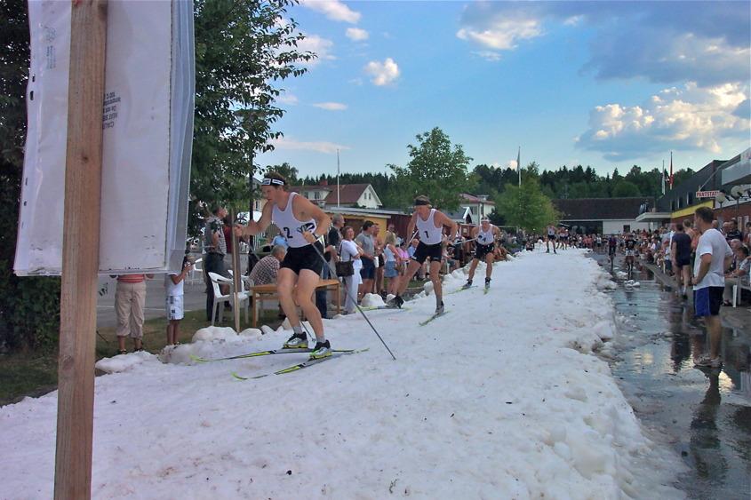 Sprint tävling på torget i Töcksfors 8 juli 2005 - foto : okänd.