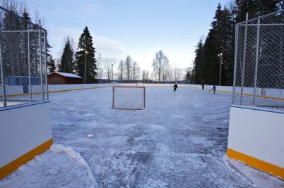 3 januari 2016 - På isbanan vid Töcksfors skola gick det utmärkt att åka skridskor.