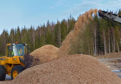 5 februari 2016 - Töcksfors Fjärrvärme fyllde på med biobränsle.