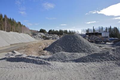 20 mars 2016 - Området vid Töcksfors fjärrvärmecentral  liknade en bergtäckt.