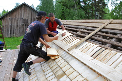 31 maj 2016 - Vid Ögårn tränade man på att lägga stickspåntak.