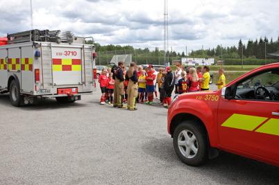 29 juni 2016 - Räddningstjänsten besökte fotbollsskolan.