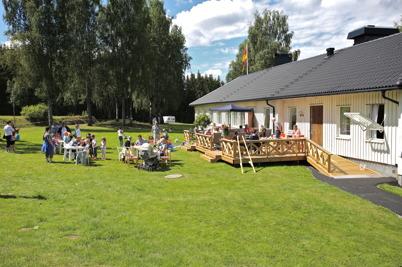 6 juli 2016 - Det ordnades aktiviteter för barnen på gräset bakom Församlingshemmet.