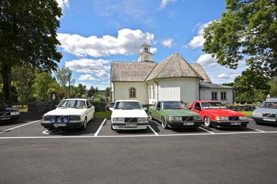 7 juli 2016 - Utanför kyrkan visade stolta bilägare upp sina fordon.