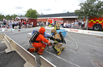 9 juli 2016 - Räddningstjänsten visade hur man arbetar vid rökdykning.