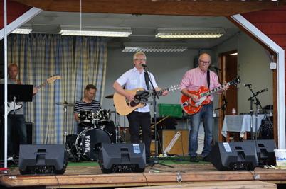 9 juli 2016 - Så var det dags för Rikard Ohlin med vänner att ta över scenen . .