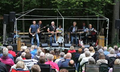 13 juli 2016 - Lill-Ingmars bjöd in till en härlig musikfest vid Brevikens loge i Blomskog.