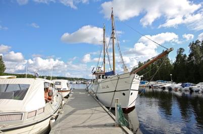 14 juli 2016 - Missionsbåten Christina förtöjde vid Gästhamnen i Sandviken, där det senare på kvällen ordnades bryggmöte.