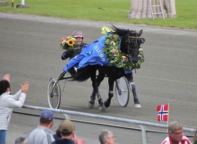 16 juli 2016 - Steinfaks med Geir Vegard Gundersen i sulkyn - vinnare av Erik Perssons Memorial 2016.